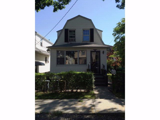 3 BR,  2.00 BTH  Dutch colonial style home in Throggs Neck