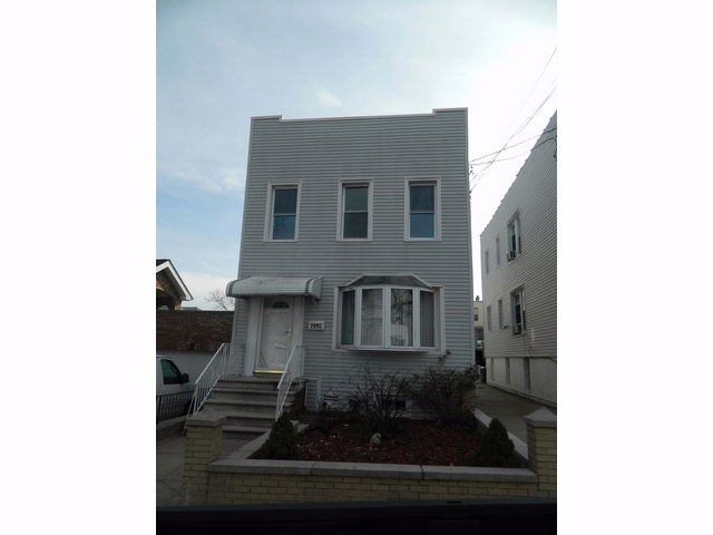 4 BR,  3.00 BTH  Colonial style home in Throggs Neck